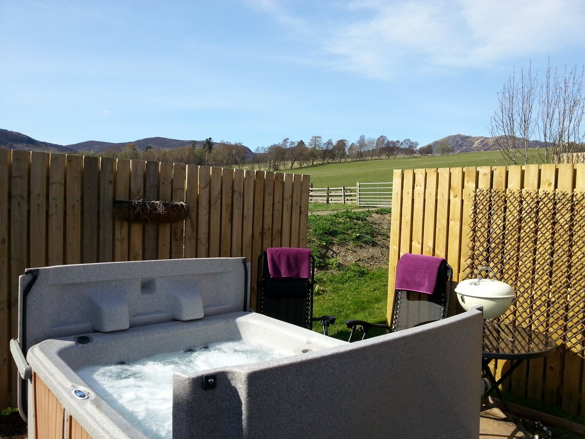 Cottage with hot tub Log cabins with hot tubs scotland
