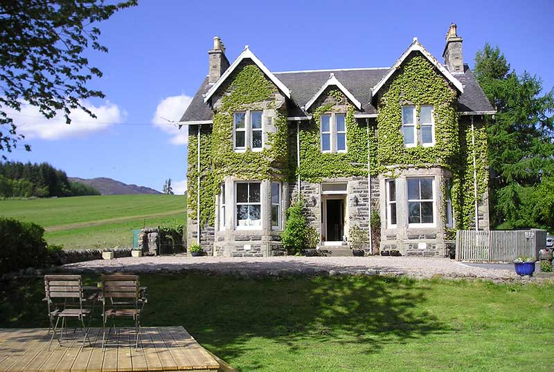 Kinnaird garden cottage is self contained and adjoins the main house