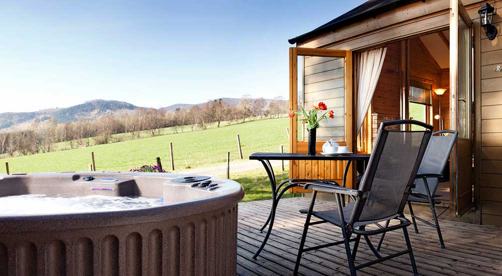 Why choose a hot tub with self catering accommodation in Log cabins with hot tubs scotland