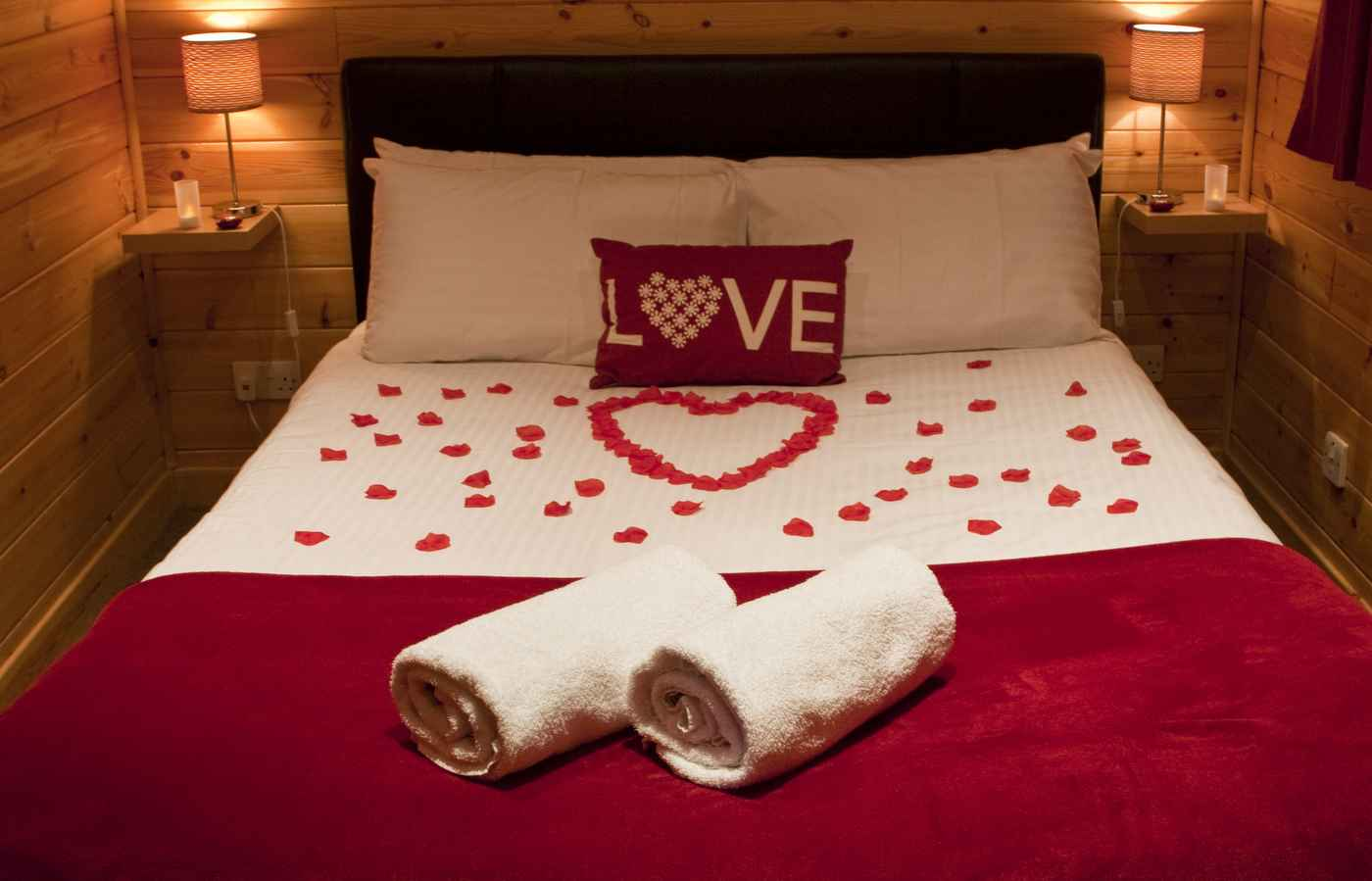 Exchange this voucher for 2 nights in our romantic Love Cabin at Kinnaird Woodland Lodges.