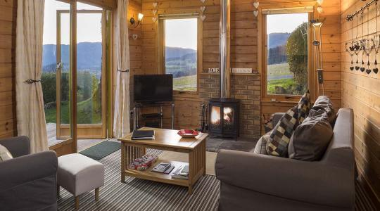 A Hot Tub retreat in a Premium lodge for two with extra space and king sized bed